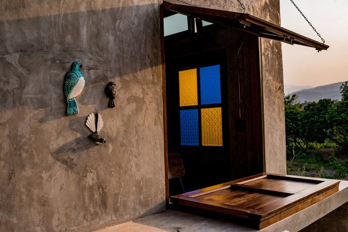 Photo workshops at Suan Sook Homestay with ceramic New Zealand native birds